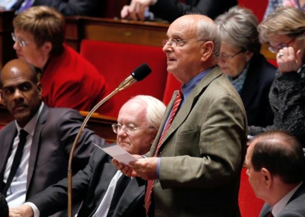 L'ex-Premier ministre socialiste Valls votera Macron