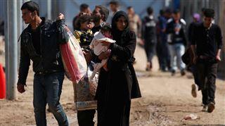 Bataille de Mossoul- l'armée irakienne largue des milliers de tracts dans les airs pour exhorter les habitants à s'abriter chez eux