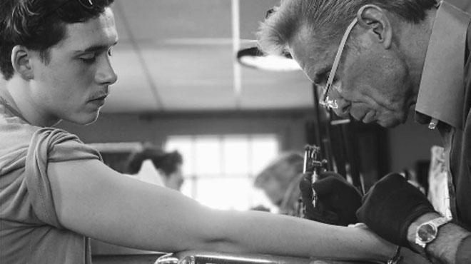 Brooklyn Beckham s'est inspiré de son papa pour son premier tatouage (PHOTOS)