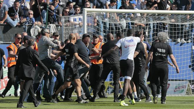 Violences à Furiani: Bastia prend les devants et ferme sa tribune Est