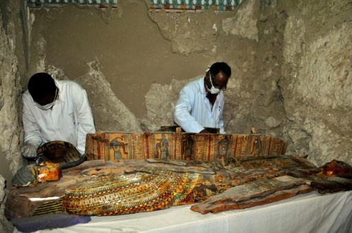 Découverte de six momies dans une tombe de l'époque pharaonique — Egypte