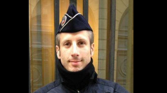 Qui était Xavier Jugele, le policier tué dans l'attentat sur les Champs-Elysées de Paris?