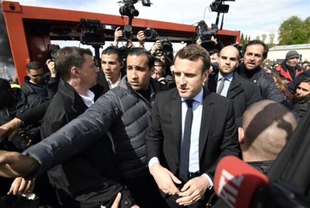 Le Pen vient défier Macron sur le site de Whirlpool