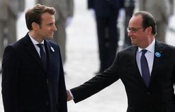 Présidentielle française - Macron et Hollande commémorent ensemble le 8 mai 1945