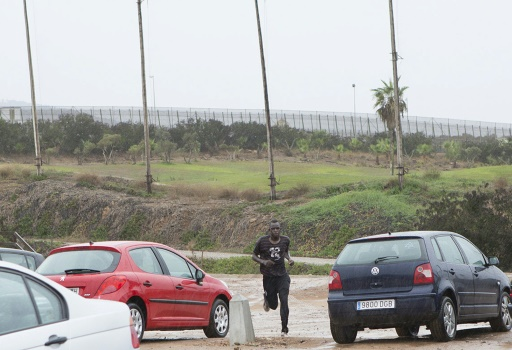 Une centaine de migrants passe la frontière — Melilla