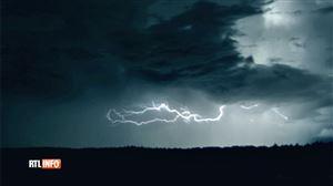 Marvyn photographie un coup de tonnerre à Anhée: l'alerte orage se poursuit jusqu'à ce samedi soir