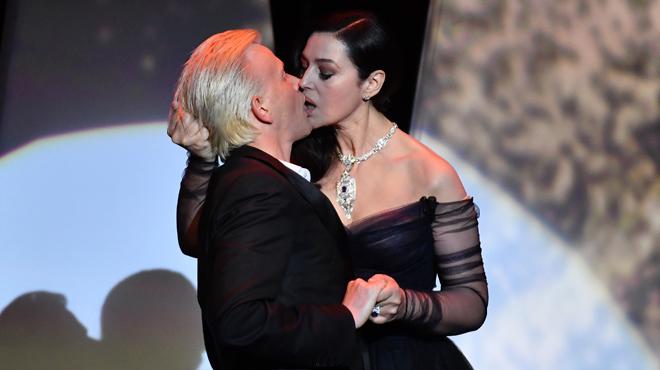 Un baiser FOUGUEUX entre Monica Bellucci et Alex Lutz pour ouvrir le 70e festival de Cannes (photos)