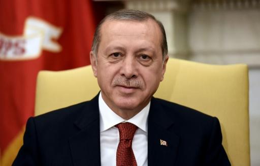 Turquie: Erdogan réélu à la tête du parti au pouvoir