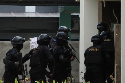 Attentat dans un terminal de bus de Jakarta, un policier tué — Indonésie