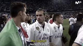 Scène surréaliste- le Real Madrid ne reçoit pas son trophée, les joueurs n'en reviennent pas (vidéo) 2