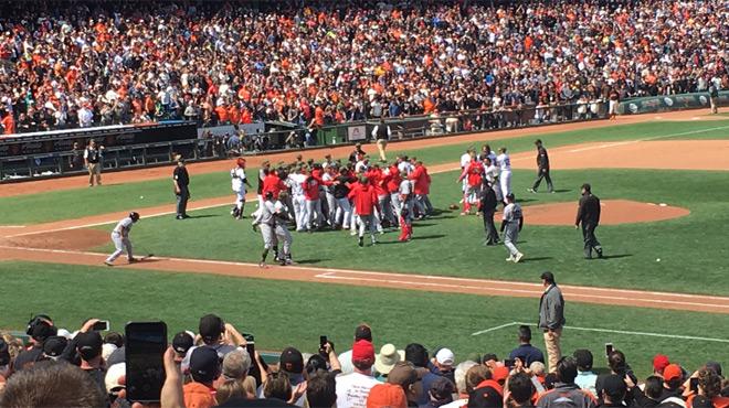 Coups de poing et bagarre générale à Washington — Baseball