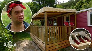 Dans les mobil-home pop art de Muriel des Rois du Camping, tout est assorti …. Même les couverts! Jean-Paul Junior adore - C'est swag
