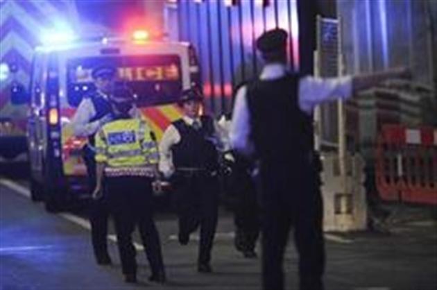 Un véhicule fonce dans la foule sur le London Bridge — Londres