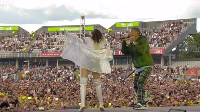 Ariana Grande rend visite à ses fans hospitalisés après l'attentat de Manchester