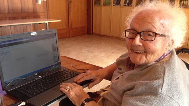 A 95 ans, Jacqueline est passée de Mamy Gâteau à Mamy hyper connectée: