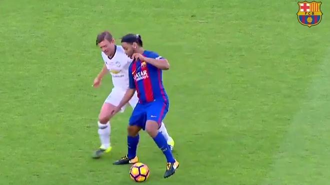 Ronaldinho fait le show au Camp Nou