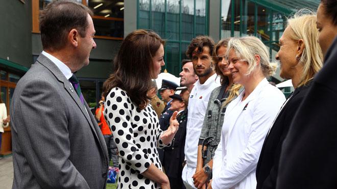 Kate endosse de nouvelles fonctions avec un nouveau look et papote avec Kim Clijsters (photos)