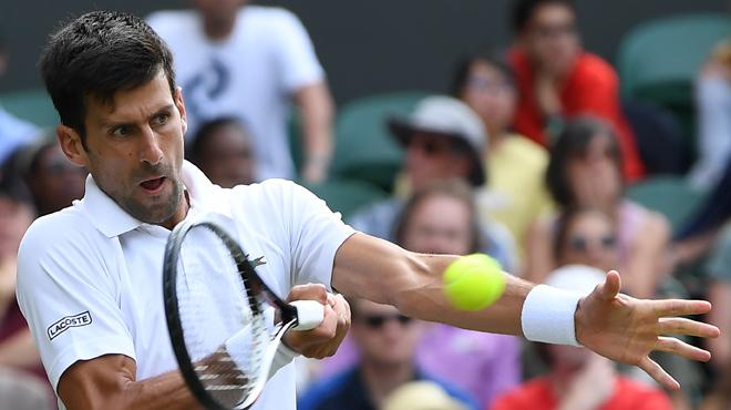 Wimbledon Novak Djokovic profite de l'abandon de son adversaire
