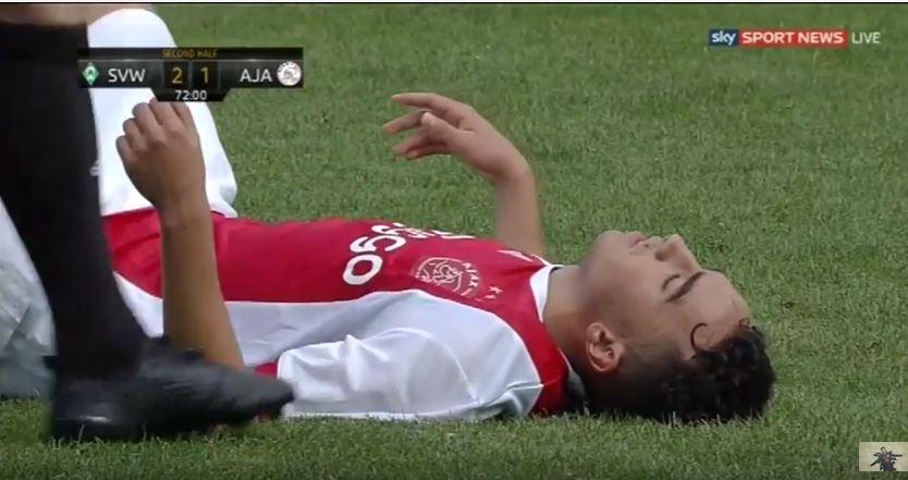Un joueur de l'Ajax victime d'un arrêt cardiaque en plein match — Football