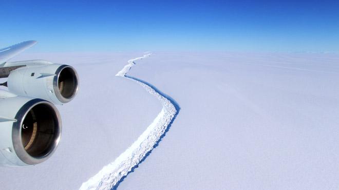 Un des plus grands icebergs jamais vus vient de naître le bébé pèse 1000 milliards de tonnes