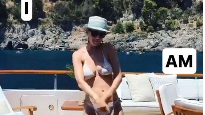 La danse sexy de Katy Perry en bikini: