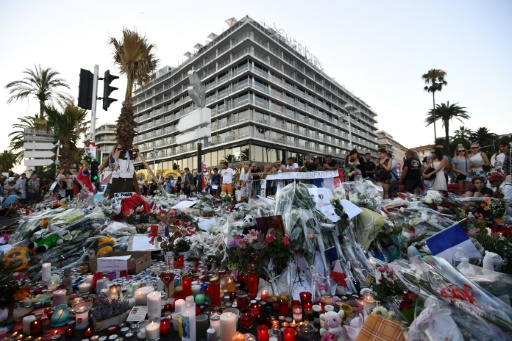 Attentat de Nice: pas de retrait de Paris Match