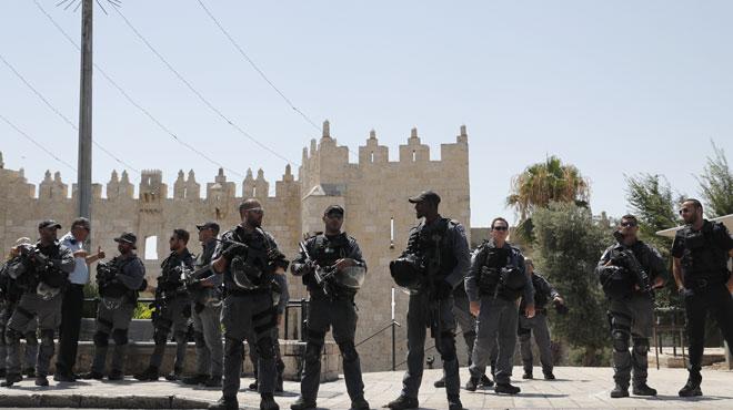Jérusalem: deux policiers israéliens tués, trois assaillants abattus
