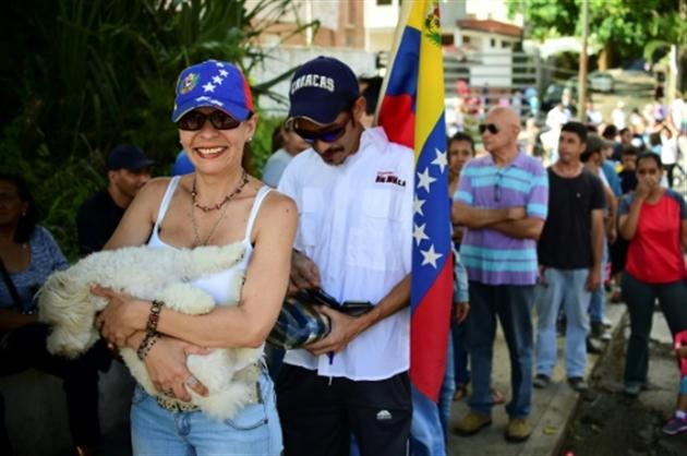 Vote massif mais symbolique contre le président Maduro — Venezuela