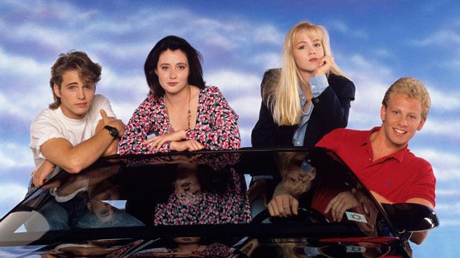 Beverly Hills 90210 : À quoi ressemblent les acteurs de la série 27 ans après ? (vidéo)