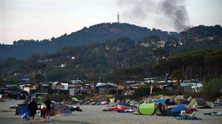 Les incendies en passe d'être maîtrisés dans le sud de la France, les campeurs vont pouvoir arrêter de dormir sur la plage... 4