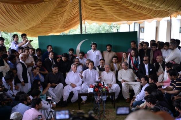Destitution du Premier ministre Nawaz Sharif par la Cour suprême — Pakistan