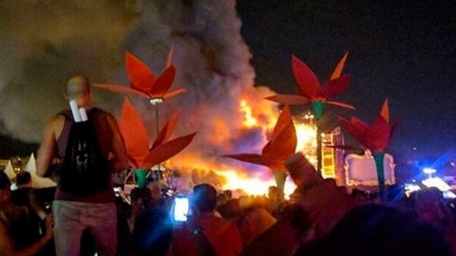 La scène prend feu, le public panique (VIDEOS) — Festival Tomorrowland