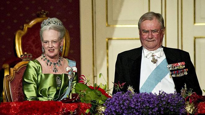 Le mari de la reine du Danemark refuse d'être enterré avec cette dernière. Les raisons