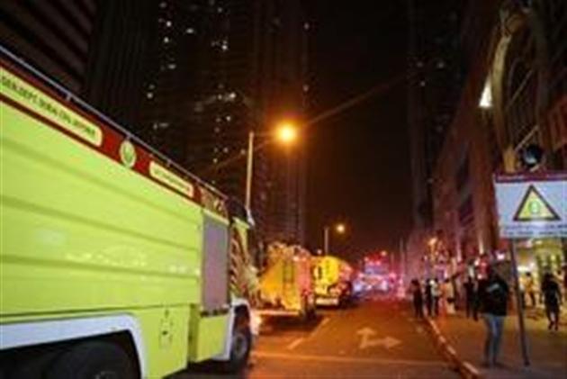 Gigantesque incendie dans un gratte-ciel résidentiel — Dubaï