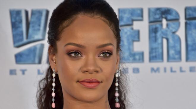 Rihanna dévoile son corps dans un costume de carnaval ultra sexy