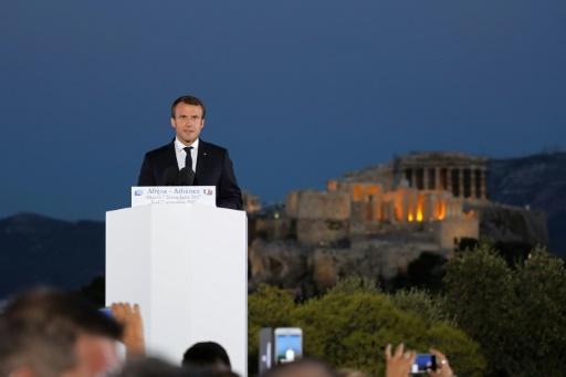 Mélenchon répond à Macron et invite